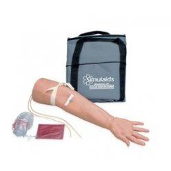 Model geriatrické ruky pro kanylaci žil a intravenózní aplikaci